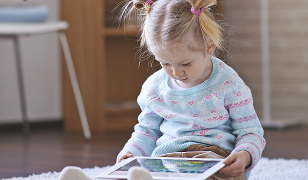 crianças telas eletrônicas quanto tempo